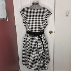 Black and White Gingham Dress w/ Belt size…